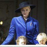 Charlene de Mónaco con sus hijos Gabriella y Jacques en el Día Nacional de Mónaco