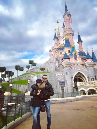 Antonio Velázquez y Marta González de viaje en Disneyland París
