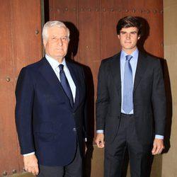 El Duque de Alba y su hijo en el funeral por el tercer aniversario de la muerte de la Duquesa de Alba