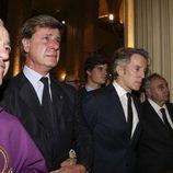 Cayetano y Fernando Martínez de Irujo con Alfonso Diez en el funeral por el tercer aniversario de la muerte de la Duquesa de Alba