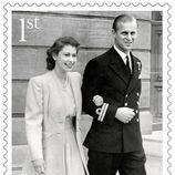 Sello conmemorativo con una foto del día de su pedida del 70 aniversario de boda de la Reina Isabel y el Duque de Edimburgo