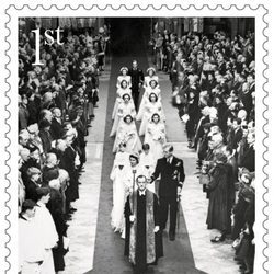 Sello conmemorativo con una foto de la boda de la Reina Isabel y el Duque de Edimburgo por su 70 aniversario