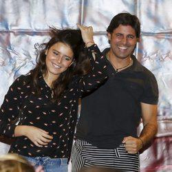 Fran Rivera con su hija Tana Rivera en el Rastrillo Nuevo Futuro