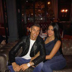 Cristiano Ronaldo y Georgina Rodríguez disfrutando de una cena