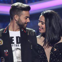 Agoney cantando con Beatriz Luengo en la Gala 5 de 'OT 2017'