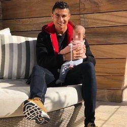 Cristiano Ronaldo con su hija Eva en brazos