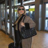 Terelu Campos en el aeropuerto rumbo a Nueva York para grabar 'Las Campos'