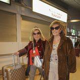 María Teresa Campos y Carmen Borrego en el aeropuerto rumbo a Nueva York para grabar 'Las Campos'
