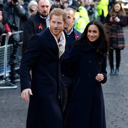 Meghan Markle y el Príncipe Harry en su primer acto público tras comprometerse