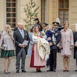 El Príncipe Gabriel el día de su bautizo junto a sus padres, su hermano y sus cinco padrinos