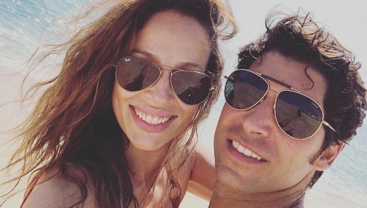 Eva González y Cayetano Rivera disfrutando del sol en México