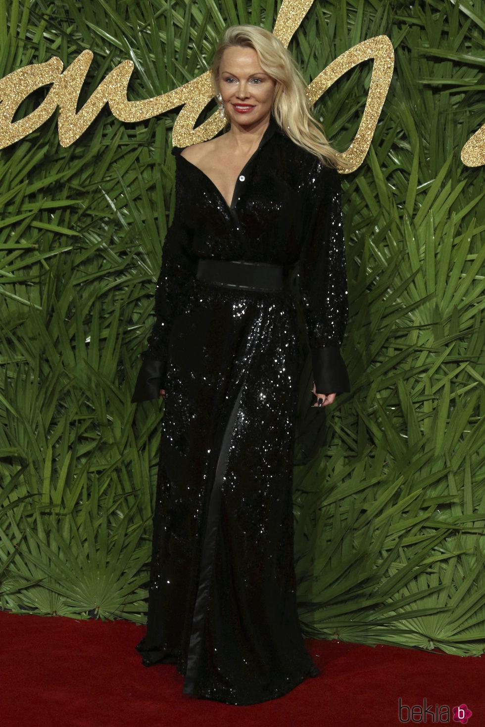 Pamela Anderson en los British Fashion Awards 2017