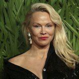 Pamela Anderson irreconocible en los British Fashion Awards