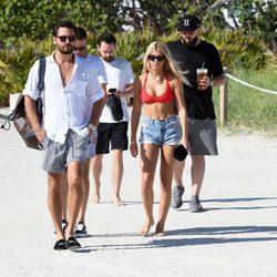 Scott Disick y Sofia Richie juntos en la playa de Miami
