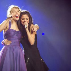 Selena Gomez y Taylor Swift cantan juntas en Madison Square