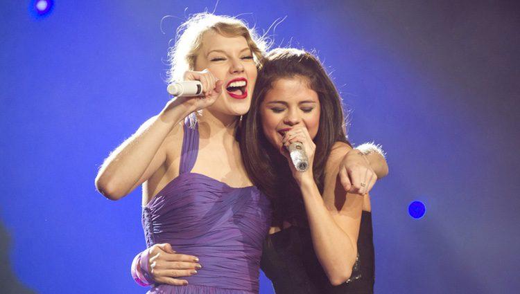 Selena Gomez y Taylor Swift cantan juntas en Madison Square