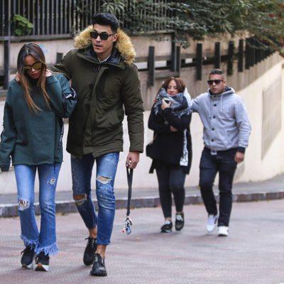 Gloria Camila, Kiko Jiménez, Rocío Flores y José Fernando paseando por Madrid