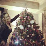 Mariah Carey decorando su árbol de Navidad