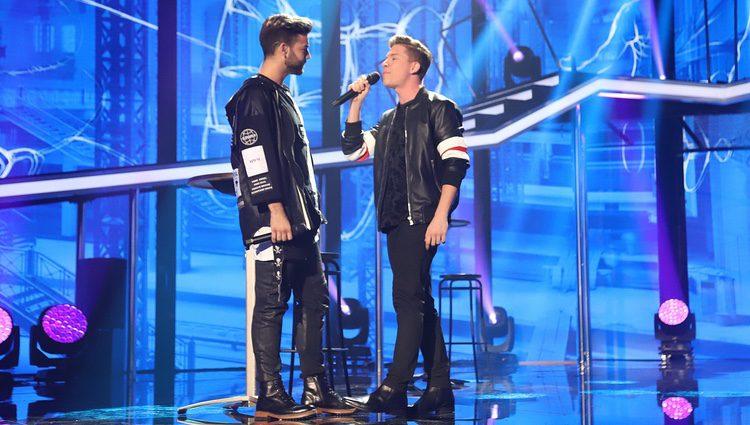 Raoul y Agoney durante su actuación en la Gala 7 de 'OT 2017'