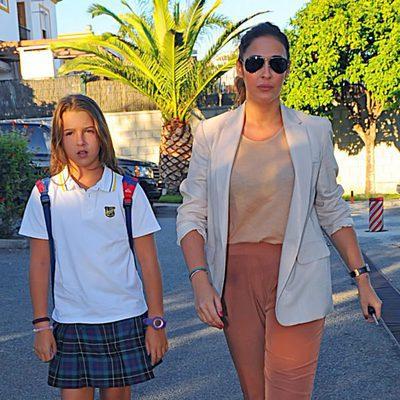 Vicky Martín Berrocal llevando al colegio a su hija Alba Díaz