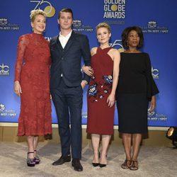 Sharon Stone, Garrett Hedlund, Kristen Bell y Alfre Woodard presentando los nominados a los Globos de Oro 2018