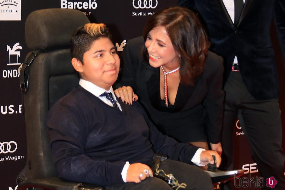 Isabel Gemio con su hijo Gustavo en los Premios Ondas 2017