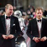 Los Príncipes Guillermo y Harry en el estreno de 'Star Wars: Los Últimos Jedi'