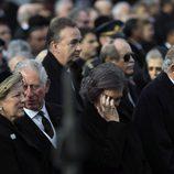 La Reina Sofía, muy afectada en el funeral de Miguel de Rumanía junto al Rey Juan Carlos, el Príncipe Carlos y Ana María de Grecia