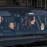 Los Duques de Cambridge y la Princesa Carlota en el almuerzo de Navidad 2017 en Buckingham Palace
