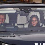 El Príncipe Harry lleva por primera vez a Meghan Markle al almuerzo de Navidad 2017 en Buckingham Palace