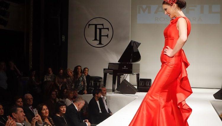 María Jesús Ruiz desfila para Tony Fernández ante la mirada de Gil Silgado