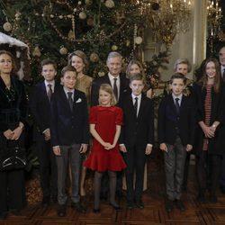 Felipe de Bélgica con la Reina Matilde, sus hijos, su hermana Astrid, sus cuñados y sus sobrinos en el concierto de Navidad