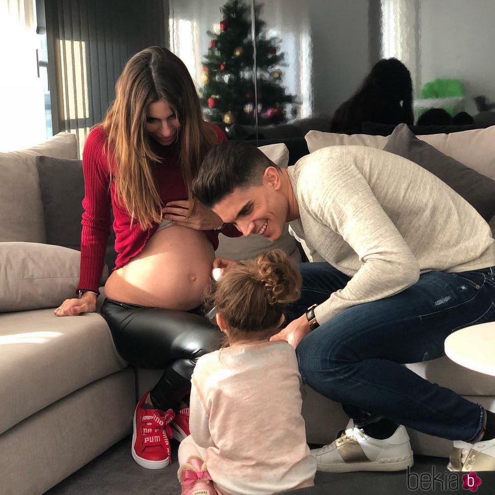 Melissa Jiménez y Marc Bartra anunciando su segundo embarazo