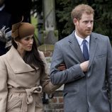 El Príncipe Harry y Meghan Markle en la Misa de Navidad 2017 en Sandrigham
