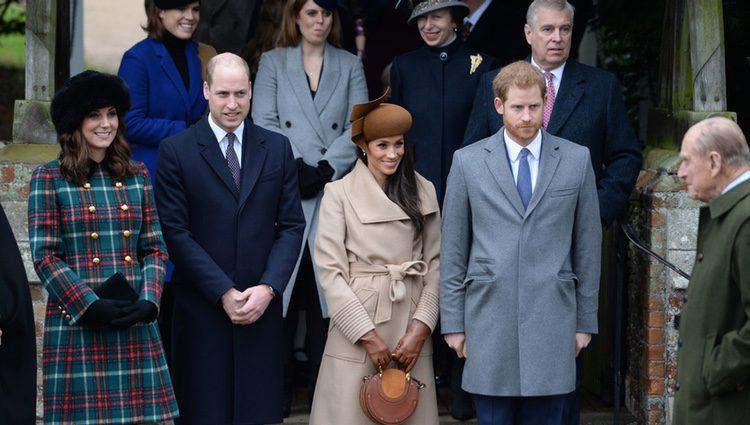 Los Duques de Cambridge, el Príncipe Harry y Meghan Markle en la Misa de Navidad 2017