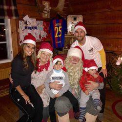 Leo Messi y Antonella Roccuzzo con sus hijos Mateo y Thiago en Navidad