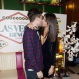 Sofía Suescun y Alejandro Albalá se besan en un evento del 'Bingo Las Vegas'