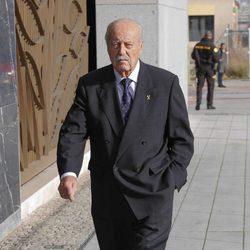 El exteniente coronel Antonio Tejero acudiendo al tanatorio tras la muerte de Carmen Franco