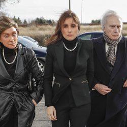 Paloma Segrelles con sus padres acudiendo al tanatorio tras la muerte de Carmen Franco