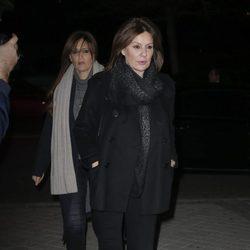 Nuria Roca acudiendo al tanatorio tras la muerte de Carmen Franco