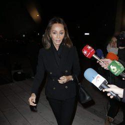 Isabel Preysler acudiendo al tanatorio tras la muerte de Carmen Franco