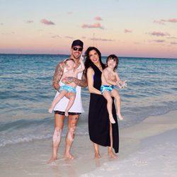 Pilar Rubio, Sergio Ramos y sus dos hijos disfrutando de la Navidad de vacaciones