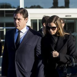 Luis Alfonso de Borbón y Margarita Vargas en la misa funeral de Carmen Franco