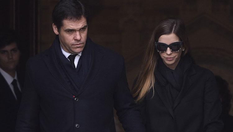 Luis Alfonso de Borbón y Margarita Vargas yendo a la cripta de Carmen Franco