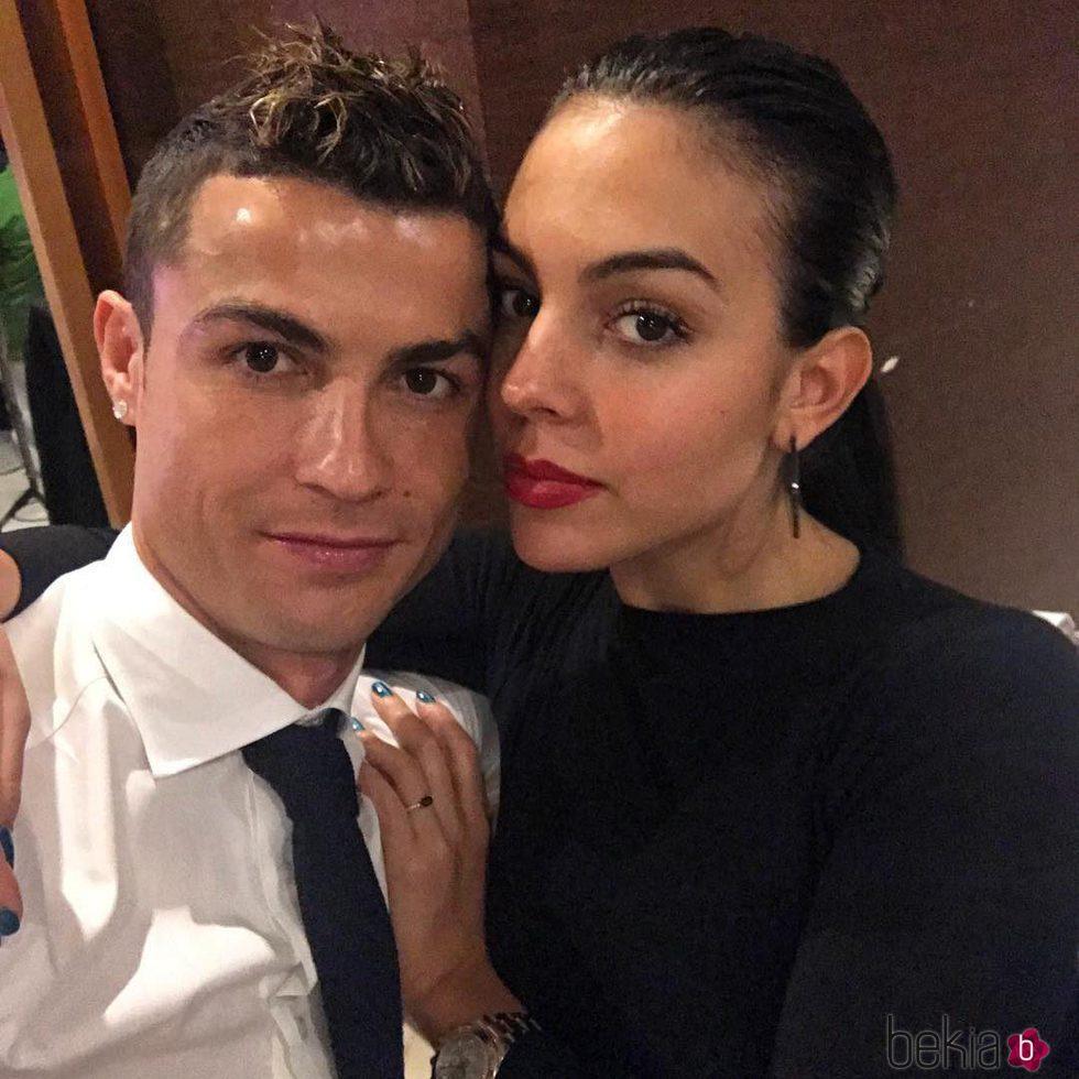 El selfie con el que Cristiano Ronaldo y Georgina Rodríguez han recibido 2018