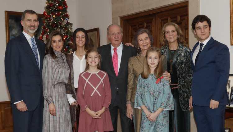 El Rey Juan Carlos con la Reina Sofía, la Infanta Elena y sus hijos y los Reyes con sus hijas por su 80 cumpleaños