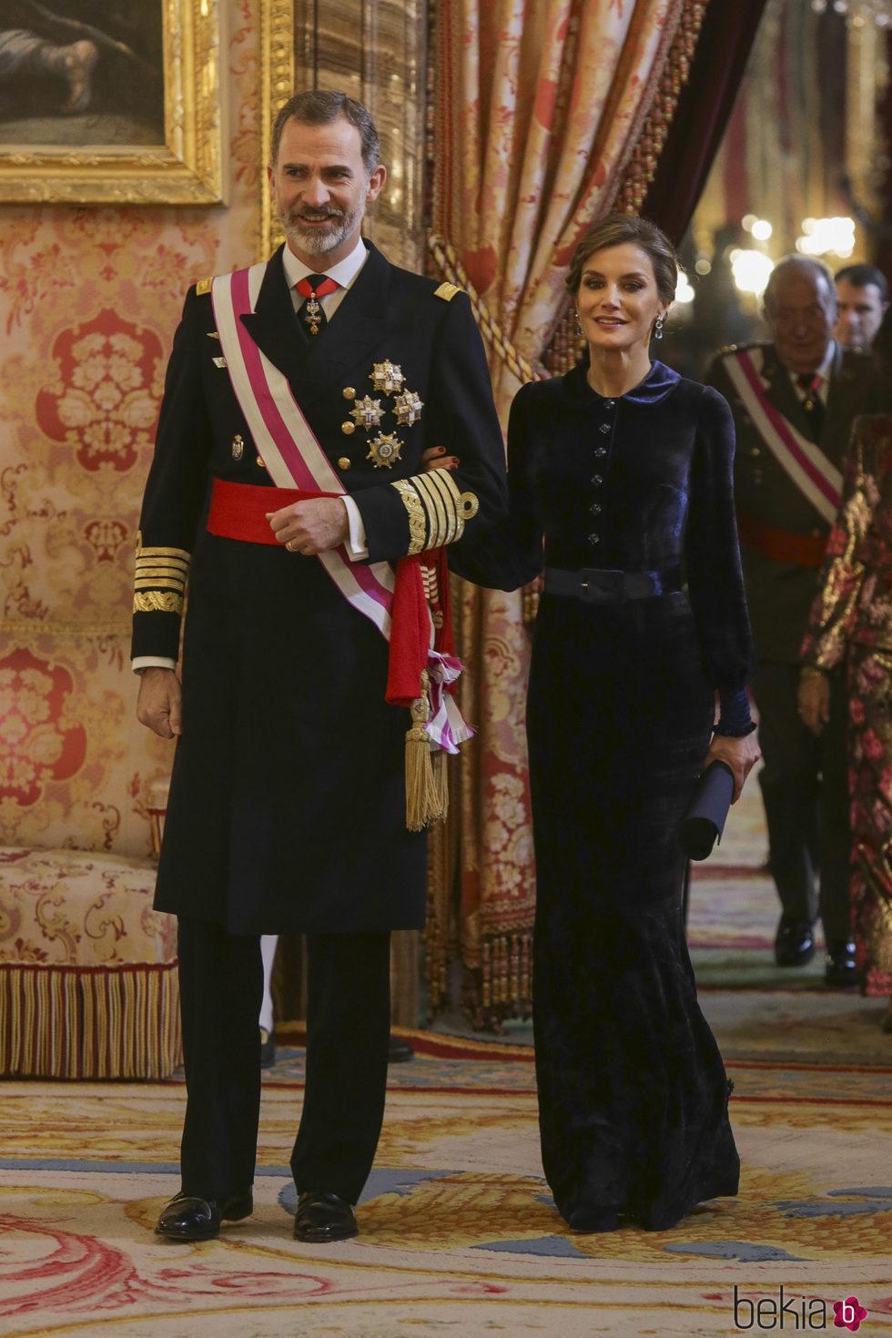 Los Reyes Felipe y Letizia llegando al Palacio Real para la Pascua Militar 2018