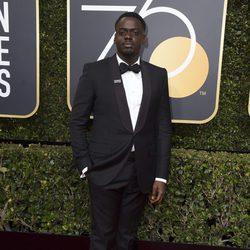 Daniel Kaluuya en la alfombra roja de los Globos de Oro 2018