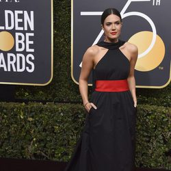 Mandy Moore en la alfombra roja de los Globos de Oro 2018