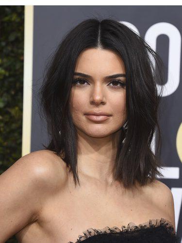 Kendall Jenner en la alfombra roja de los Globos de Oro 2018